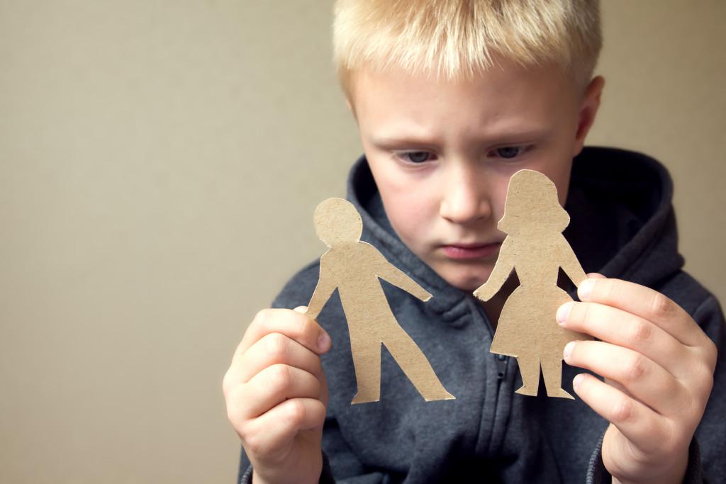 kid dealing with parent's divorce